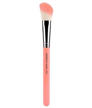 942 Slant Contour face cheek blush brush pink